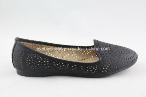Round Toe Lady′s Flat Shoes with Tracery Design pictures & photos