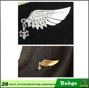 Customized Metal Gold Color Lapel Pin Badges pictures & photos