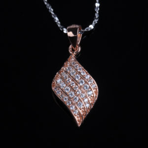 Beautiful Flower Shape Cubic Zirconia Fashion Silver Necklace Jewelry pictures & photos