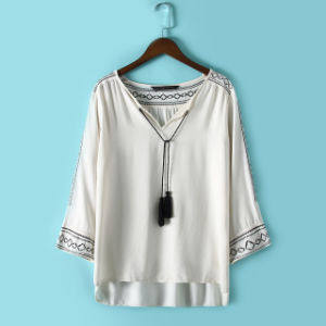 OEM 2015 Plus Size Fashion Women Embroideried Blouse pictures & photos