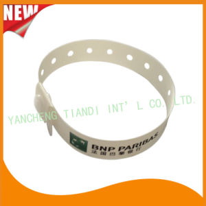 Entertainment One Time Use Promotion Custom Plastic ID Wristband (E8070-17) pictures & photos
