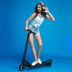 Top Manufacturer 2016 New Standing Electric Scooter with Flash Lights pictures & photos