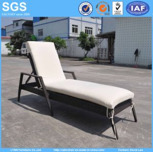 Outdoor Pool Chair Furniture Rattan Lounger with Cushion pictures & photos