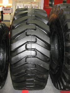 Backhoe Tyre 21L-24 10.5/80-18, R4 Tyre, OTR Tyre pictures & photos