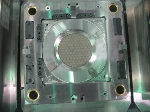 Precision Injection Mould for Transparent PC Light Cover pictures & photos