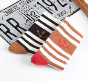 New Style Cotton Wholesale Heavy Thread Navy Anchor Couples Striped Socks pictures & photos