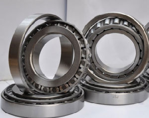 Wholesale Rolling Bearing 33221 Single Row Tapered Roller Bearing pictures & photos