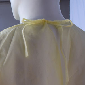 Disposable PP Non-Woven Yellow Isolation Gown with Elastic Cuffs pictures & photos