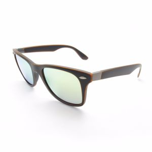 Factory Supply Light Material Retro Polarized Sunglasses pictures & photos
