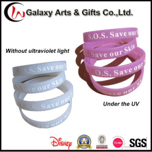 UV Reactive Colour Change Screen Printed Logo Silicone Bracelet pictures & photos