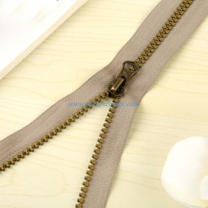 # 5 Plastic Zipper Bronze Teeth a/L Slider Thumb Puller pictures & photos