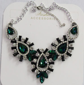 Lady Fashion Jewelry Metal Alloy Glass Crystal Pendant Necklace (JE0212) pictures & photos