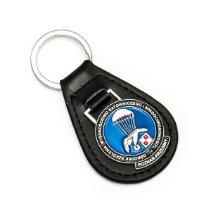 Factory Price High Quality Customized Leather Key Chain with Metal Accessory From China pictures & photos