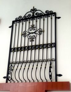 Ornamental Wrought Iron Window Grill Design pictures & photos