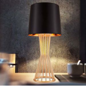 Top Design Decorative Hotel Desk Table Lamp Light with Fabric Shade for Bedside pictures & photos