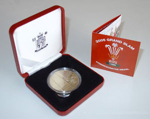 Commemorative Gold Coin Showing Box with Certificate (JB-022) pictures & photos
