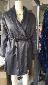Women′s Bath Robe Soft and Warm OEM Own Sewing Fa⪞ Tory pictures & photos