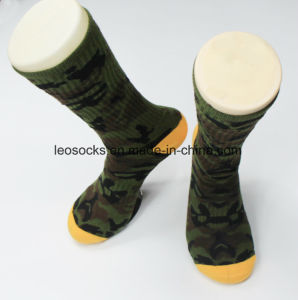 2017 Popular Military Men Cotton Long Army Socks pictures & photos