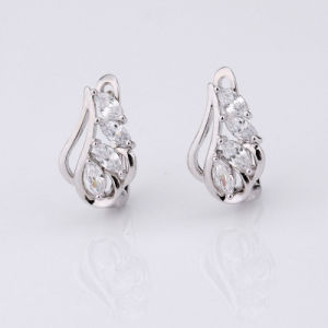 Elegant Zircon Huggie Earrings for Girls pictures & photos