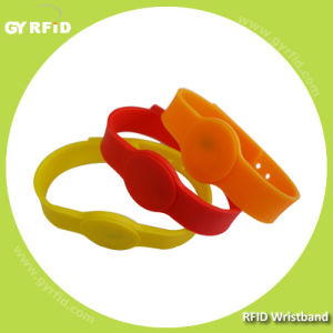 Wrs03 Is a Kind of RFID Lockable Wristbands with 125kHz, 13.56MHz RFID (GYRFID) pictures & photos