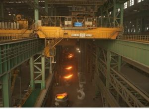 Yz 320 Ton Ladle Lifting Crane, Metallurgical Crane, Overhead Crane pictures & photos