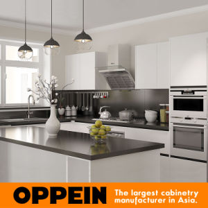 Oppein Australia White Lacquer Wood Kitchen Cabinet for Villa (OP15-L28) pictures & photos