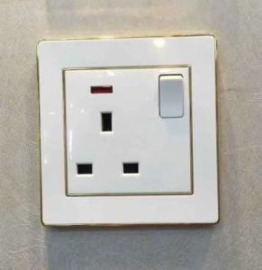 Luxury Design UK 13A Switched Socket pictures & photos
