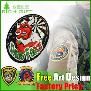 Promotional New Design Glitter Metal Custom Dubai Pin Badge pictures & photos