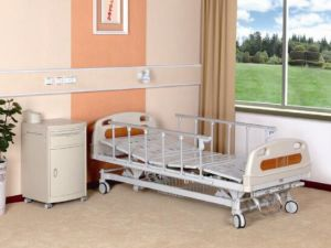 Luxurious Three Cranks Manual Medical Bed (XH-B-7) pictures & photos