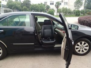 China Famous S-Lift Swivel Car Seat for Disabled and Old People pictures & photos