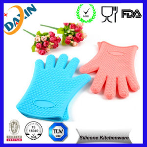 Perfect BBQ Grilling Heat Resistant Silicone Oven Glove pictures & photos