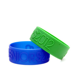 Embossed Silicone Wristbands Bracelets Promotion pictures & photos
