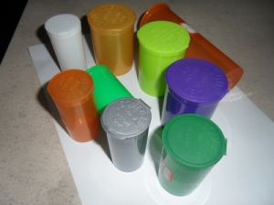 Professional Manufacturer of Plastic Pop Top Vials pictures & photos
