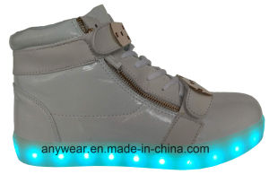 Athletic Skateboard Footwear LED Light Sports Shoes Sneakers (816-1979) pictures & photos