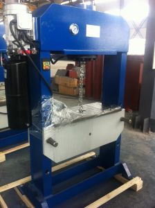 Hydraulic Press Machine with Oil Cylinder pictures & photos