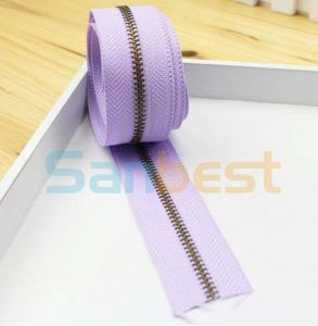 Fashion Design Metal Zipper with Light Purple Tape pictures & photos