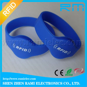Factory Price 13.56MHz F08 Chip RFID Silicone Bracelet for Party pictures & photos