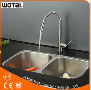 Cupc Single Lever Pull out Kitchen Sink Faucet pictures & photos