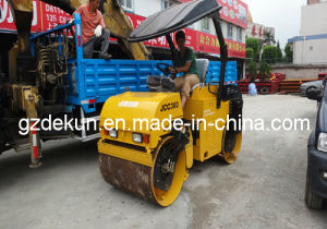 Small Road Roller Jcc303 3t Compactor in Stock Guangzhou