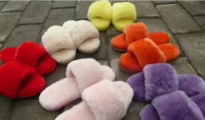 Fashion Lady Open Toe Fur Slipper in Candy Color pictures & photos