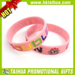 Promotional Color Debossed Silicone Bracelet (TH-band076) pictures & photos