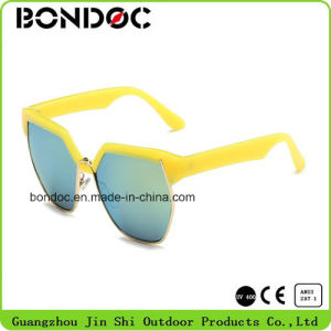 Kids Fashion Designed Plastic Frame Sunglasses pictures & photos