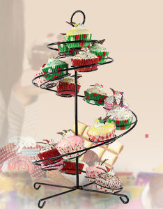 Iron Steel Spiral Staircase Cupcake Stand for 19 Cupcakes pictures & photos