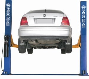 Two Post Hydraulic Car Lift with Ce Dtpf607n pictures & photos