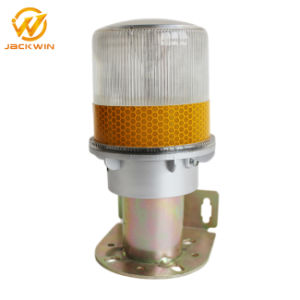 Solar Warning Light with Bracket for Traffic Cone pictures & photos