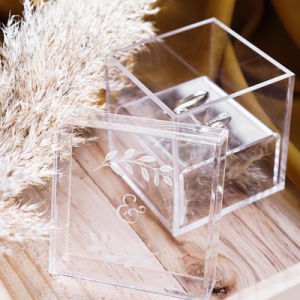 Customize Clear Acrylic Display Box Wedding Ring Case pictures & photos