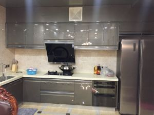 Hot Sale New Kitchen Cabinet with MDF Customized Design (FOH-MKC1314) pictures & photos