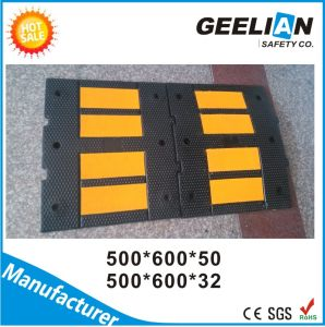 Good Quality Rubber Base on Driveway Speed Bump pictures & photos