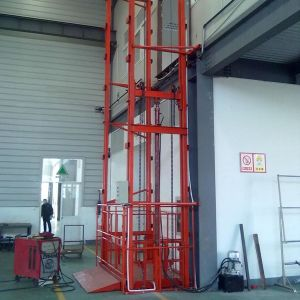 Vertical Hydraulic Lead Rail Cargo Lift pictures & photos