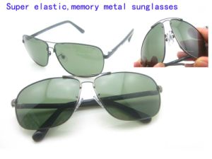 Newest Metal Memory Polarized Sunglasses pictures & photos